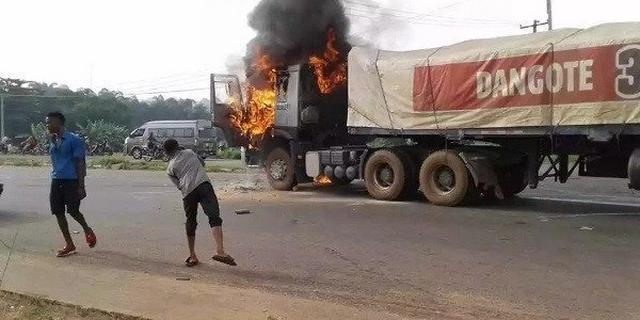 Dangote truck set ablaze after crushing student to death in Ogun